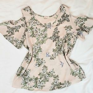 C&E V-NECK  BLUSH FORAL TOP WITH CUTOFF SHOULDERS